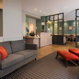 The reception of Hotel Vivienne, convenient hoter in the center of Paris