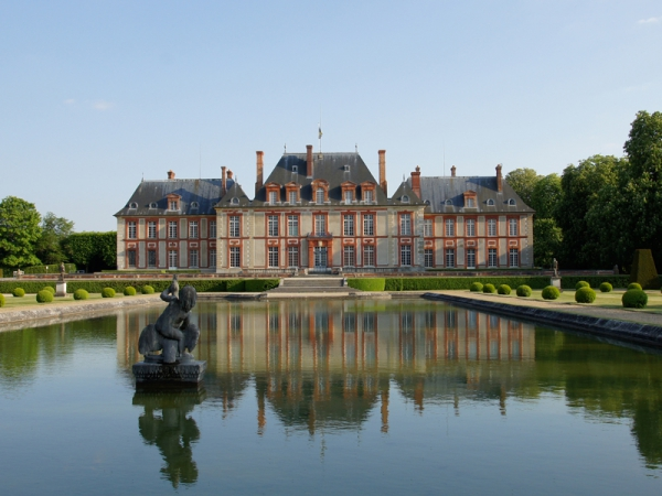 Photo chateau de breteuil.jpg