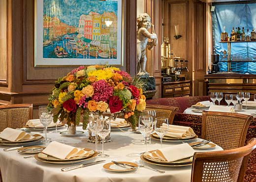 Taste our Italian specialties in a refined decor