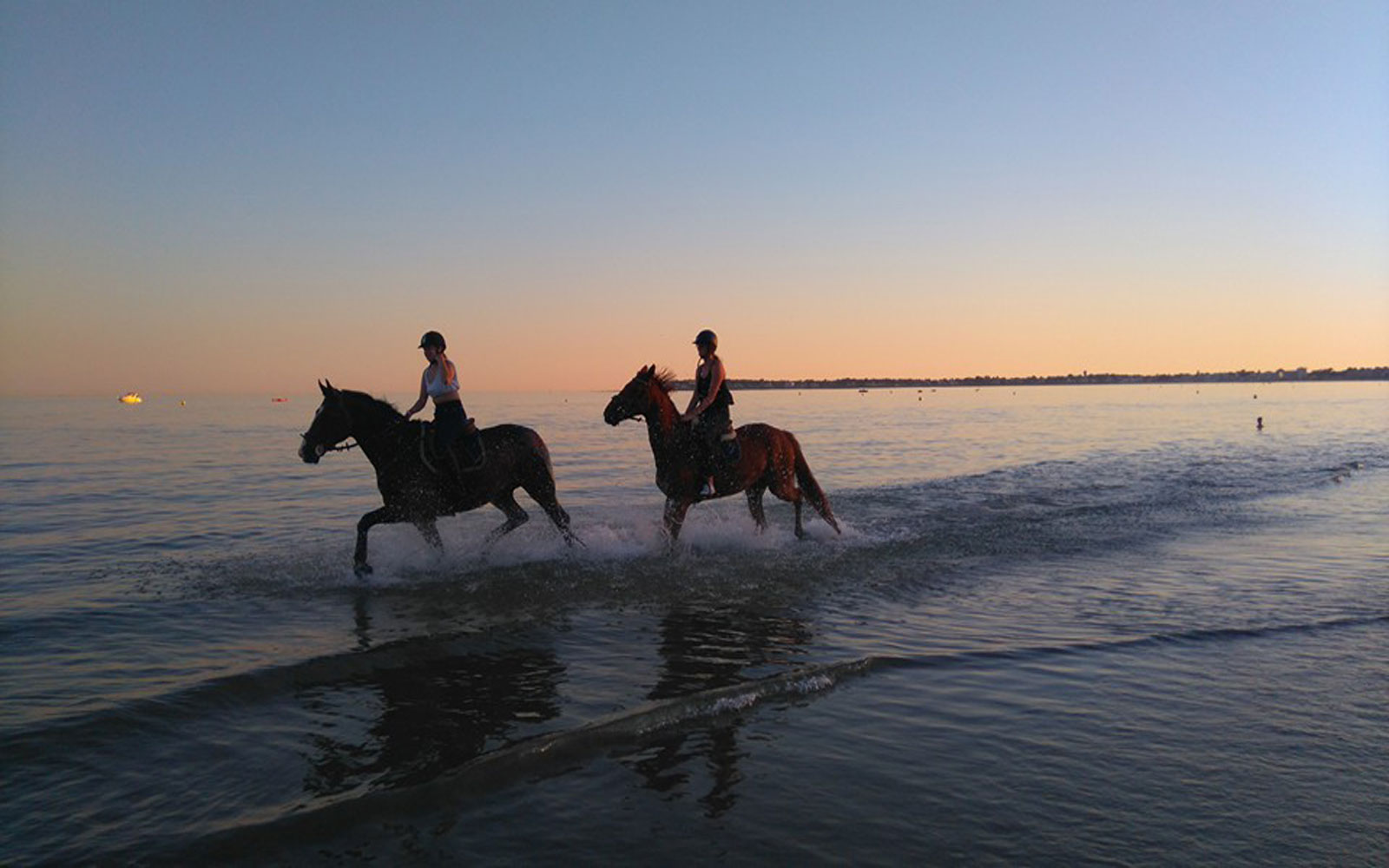 Horse riding in the bay of La Baule